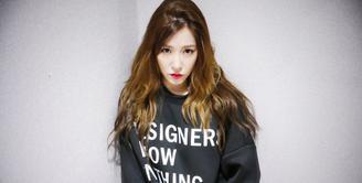 Saat ini Tiffany SNSD sedang disibukan dengan persiapan album terbarunya yang bertajuk Over My Skin. Di tengah kesibukannya, ia menyempatkan berkomunikasi dengan para penggemarnya. (Foto: instagram.com/tiffanyyoungofficial)
