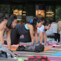 Yoga bersama Active Barn di Fimela Fest 2018. (Foto: Fimela/ Deki Prayoga)