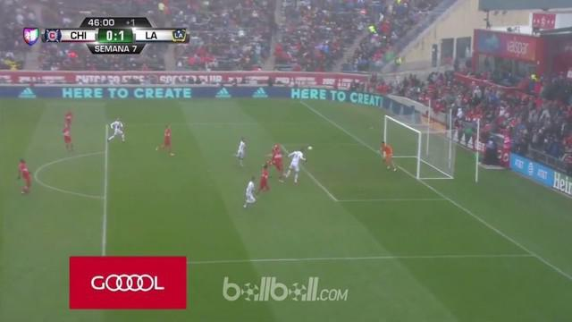 Zlatan Ibrahimovic mencetak gol semata wayang LA Galaxy saat hadapi Chicago Fire. This video is presented by Ballball.