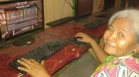 6 Kelakuan Nyeleneh Nenek Gaul Ini Bikin Geleng Kepala