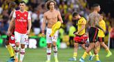 Reaksi bek Arsenal David Luiz setelah wasit meniupkan peluit tanda berhenti pada pekan kelima Liga Inggris 2019-2020 melawan Watford di Vicarage Road, Minggu (15/9/2019). Sempat unggul dua gol, Arsenal harus rela imbang 2-2 saat berjumpa tim tuan rumah Watford. (Ben STANSALL / AFP)
