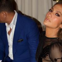 Jennifer Lopez tengah berbahagia atas hari ulang tahunnya yang ke-48. Tak ingin menyia-nyiakan, wanita yang akrab disapa JLo ini  merayakan bersama sang kekasih, Alex Rodriguez. (Instagram/jlo)