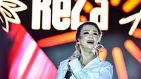 Reza Artamevia di atas panggung. (Foto: Dok. Instagram @rezaartameviaofficial)