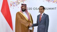 Presiden Jokowi  menggelar pertemuan bilateral dengan Putra Mahkota Kerajaan Arab Saudi Pangeran Mohammad bin Salman di sela-sela KTT G20 Osaka, Sabtu (29/6/2019).  (Foto: Biro Pers Setpres)