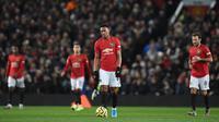 Striker Manchester United, Anthony Martial, tampak kecewa usai dibobol Aston Villa pada laga Premier League di Stadion Old Trafford, Manchester, Minggu (1/12). Kedua klub bermain imbang 2-2. (AFP/Oli Scarff)