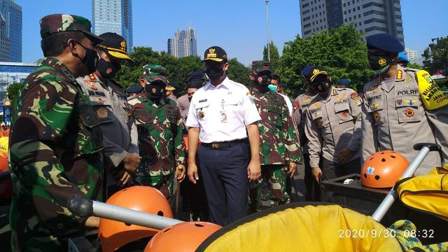 Gubernur DKI Jakarta Anies Baswedan memimpin apel siaga banjir
