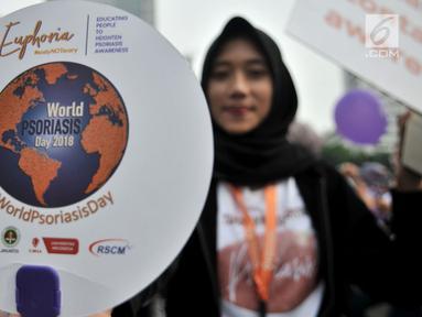 Mahasiswa dari Fakultas Kedokteran Universitas Indonesia (FKUI) menggelar kampanye tentang penyakit Psoriasis saat car free day di Jakarta, Minggu (4/11). Aksi itu bekerjasama dengan Rumah Sakit Cipto Mangunkusumo (RSCM). (Merdeka.com/Iqbal S. Nugroho)