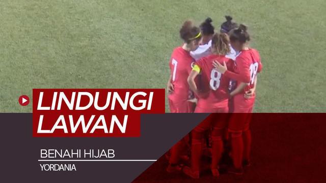 Berita video viral 5 pemain sebuah tim di Yordania melindungi seorang pemain lawannya yang membenahi hijab yang dipakainya di dalam lapangan saat pertandingan.