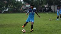 Heru Setyawan kini resmi berseragam PSIS. (Bola.com/Vincentius Atmaja)