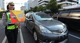 Polda Metro Jaya mensosialisasikan terkait penambahan kamera untuk mendukung penerapan sistem Electronic Traffic Law Enforcement (E-TLE) atau tilang elektronik di Jalan Thamrin, Jakarta, Kamis (25/4). Sebanyak 10 kamera baru ditambah untuk mendukung sistem tilang elektronik (merdeka.com/Imam Buhori)
