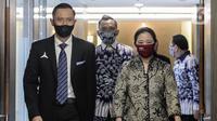 Ketua DPR Puan Maharani (kanan) menerima kunjungan Ketua Umum Partai Demokrat Agus Harimurti Yudhoyono (kiri) di Gedung Nusantara II DPR RI, Jakarta, Kamis (6/8/2020). Pertemuan tersebut membahas krisis COVID-19 sektor ekonomi dan kesehatan hingga koalisi Pilkada 2020. (Liputan6.com/Johan Tallo)