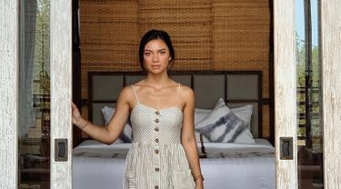 Angela Panari atau kerap disapa Angela Gilsha merupakan aktri kelahiran Denpasar, Bali 2 Juli 1994. Ia mengawali karier sebagai Gadis Sampul 2010 dan masuk 20 finalis kala itu. Mulai dari sinilah, karier di dunia hiburan dimulai. (Liputan6.com/IG/@angelagilsha)