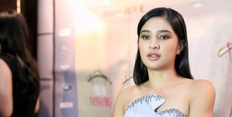 Gelar Sarjana Hukum baru saja didapatkan artis Mikha Tambayong. Meskipun gelar sudah di tangan, namun Mikha masih betah berada di duia hiburan.  (Adrian Putra/Bintang.com)