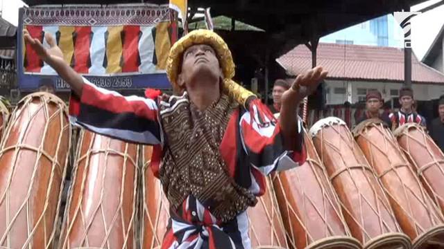 Gladi persiapan prosesi pesta adat ngunduh mantu Bobby Nasution dan Kahiyang berlangsung di Medan.   Urutan persiapan pesta adat Mandailing dilakukan oleh group kesenian Mandailing Gunung Kulabu Pakantan.