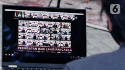 Sejumlah pejabat negara saat mengikuti Upacara Peringatan Hari Lahir Pancasila secara Virtual di Jakarta, Senin (1/6/2020). Tak seperti biasanya Upacara kali ini dilakukan secara Virtual guna memutuskan Rantai Penyebaran Covid-19. (Liputan6.com/Johan Tallo)