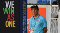 Pelatih Thailand U-22, Akira Nishino, memberikan instruksi saat melawan Timnas Indonesia U-22 pada laga SEA Games 2019 di Stadion Rizal Memorial, Manila, Selasa (26/11). Indonesia menang 2-0 atas Thailand. (Bola.com/M Iqbal Ichsan)