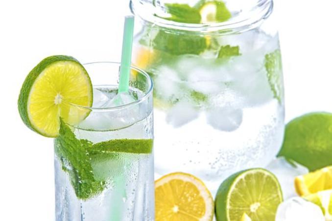 Ilustrasi minuman lemon dan mint (Pixabay)
