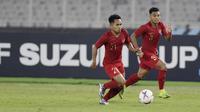 Pemain Timnas Indonesia, Andik Vermansah dan Alfath Fathier, saat melawan Timor Leste pada laga Piala AFF 2018 di SUGBK, Jakarta, Selasa (13/11). Indonesia menang 3-1 atas Timor Leste. (Bola.com/M. Iqbal Ichsan)
