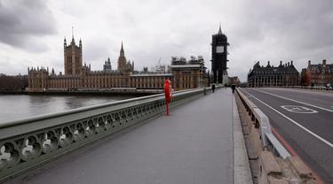 Pemandangan Jembatan Westminster dan Gedung Parlemen di London, Inggris (18/3/2020). PM Inggris Boris Johnson mengatakan seluruh sekolah akan ditutup mulai Jumat (20/3) setelah otoritas kesehatan mengonfirmasi total 2.626 kasus infeksi COVID-19 dan 104 kematian. (Xinhua/Tim Ireland)
