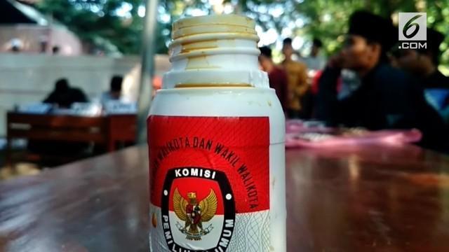 Khawatir tinta penanda pencoblos pilkada menutup pori dan menghalangi sahnya wudhu, warga di desa Kampung Benda Cirebon meminta agar tinta diganti dengan Sari Kunyit.