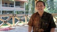 Sejak tahun 1999, Pak Din mendirikan Serikat Paguyuban Petani Qaryah Thayyibah untuk merubah nasib petani.