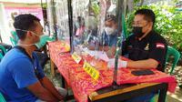 Pelanggar protokol kesehatan Covid-19 yang terjaring operasi yustisi di Kota Bekasi dikenakan sanksi adminstratif. (Liputan6.com/Bam Sinulingga)