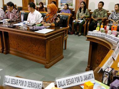 Badan POM temukan lebih dari 20 miliar rupiah kosmetika ilegal yang mengandung bahan berbahaya, Jakarta, Jumat (6/11/2015). Selama satu minggu lebih BPOM berhasil menemukan 977 jenis kosmetika tanpa izin edar. (Liputan6.com/Yoppy Renato)