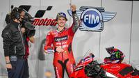 Pembalap Ducati, Francesco Bagnaia, berhasil meraih pole position pada di kualifikasi MotoGP Qatar, Minggu (28/03/2021) dini hari WIB. (Twiitter/Ducati).
