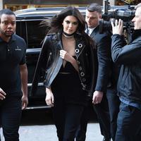 Namun, Kendall Jenner harus dihadapi oleh masalah baru lagi. Ibu tiri dari A$AP Rocky, Kari Meyers, rupanya tidak memberikan restu pada hubungan asmara putranya itu dengan Kendall Jenner. (AFP/Bintang.com)