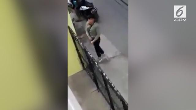 Ketahuan aksinya ingin mencuri motor, pelaku keluarkan pistol.