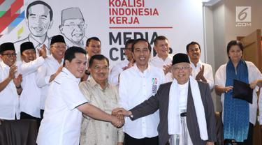 Bakal Calon Presiden petahana, Joko Widodo (kedua kanan depan) bersama Ketua Dewan Pengarah Tim Kampanye, Jusuf Kalla (kedua kiri depan) dan Ketua Tim Kampanye Nasional, Erick Thohir usai penetapan di Jakarta Jumat (7/9). (Liputan6.com/Helmi Fithriansyah)
