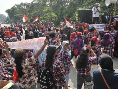 Kawal Sidang Pledoi Ahok, Massa Pendukung Asik Berjoget