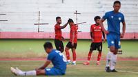Laga uji coba antara Madura United kontra Martapura FC yang berakhir dengan skor 4-1 di Stadion Gelora Delta, Sidoarjo, Rabu sore (16/9/2020). (Dok. Madura United)