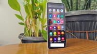 Penampakan Samsung Galaxy Z Flip3 (Liputan6.com/Agustinus M. Damar)