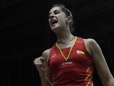 Tunggal putri Spanyol, Carolina Marin, merayakan kemenangan atas tunggal Korsel. (Bola.com/M. Iqbal Ichsan)