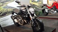 Ducati Indonesia memperkini jajaran motor baru di Tanah Air, salah satunya Ducati Monster. (Septian P/Liputan6.com)