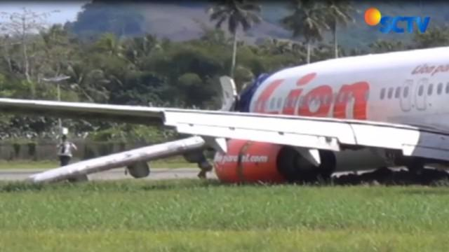 Badan Pesawat Lion Air JT 892 yang tergelincir pada Minggu malam, hingga Selasa pagi belum berhasil dievakuasi oleh petugas Bandara Gorontalo dan Tim Teknis dari Jakarta.