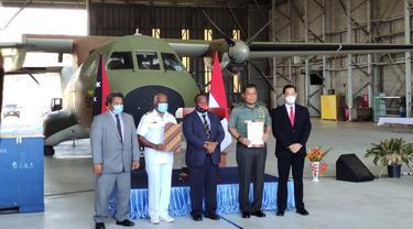 TNI Bantu Perbaikan Mesin Pesawat CASA Milik Angkatan Bersenjata Papua Nugini