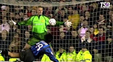 Berita video bila berandai-andai tim Liverpool musim 2018-2019 bertemu skuat Manchester United 1998-1999, siapa yang akan keluar menjadi pemenang?