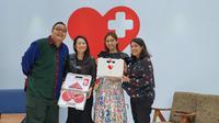 Brand & Creative Lead Google SEA Mira Sumanti bersama artis Vanesha Prescilla dan duo rapot saat meluncurkan kampanye #YukMoveOn bersama Google di Jakarta, Kamis (6/2/2020). Liputan6.com/Agustin Setyo Wardani
