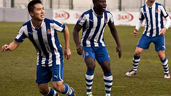 Espanyol B sendiri sebelum juga pernah diperkuat pemain asal Indonesia yaitu Arthur Irawan. Tapi pemain berposisi bek kanan itu gagal promosi ke tim senior. (www.arthurirawan.com)