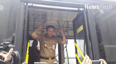 Suasana Balai Kota DKI Jakarta mendadak riuh saat Gubernur DKI Jakarta Basuki Tjahaja Purnama alias Ahok memasuki gerbang Balai Kota dengan menggunakan bus Transjakarta Vintage