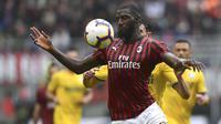 Tiemoue Bakayoko gelandang muda berusia 24 tahun milik Chelsea yang dipinjamkan ke AC Milan berpeluang meningkatkan kariernya karena Chelsea terkena sanksi transfer pemain selama 2 musim. ( AFP/Miguel Medina )