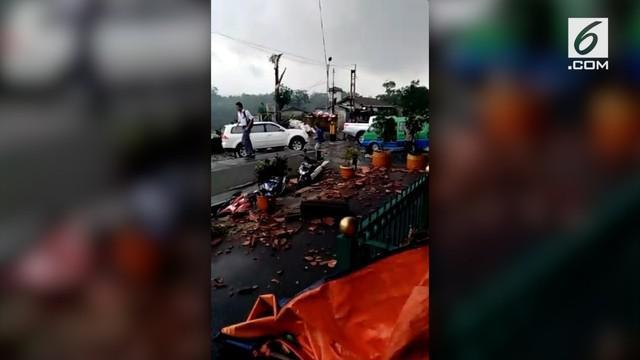 Stasiun Batutulis menjadi salah satu tempat yang dilanda angin puting beliung. Seorang tukang ojek online menceritakan kondisi stasiun usai putinig bliung melanda.