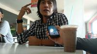 Rudihanto artis Pantura Cirebon yang nyaleg mengaku tidak lolos dalam Pileg karena politik uang. Foto (Liputan6.com / Panji Prayitno)