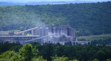 Ilustrasi pabrik pembuatan semen.
