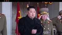 Pemimpin Korea Utara Kim Jong-un saat tengah menghadiri sebuah parade militer di Pyongyang, Korea Utara (8/2). Korea Utara mengadakan parade militer dan demonstrasi di Kim Il Sung Square. (KRT via AP Video)