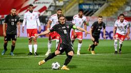 Luka Modric - Motor serangan Real Madrid ini masih dipercaya Timnas Kroasia mengisi lini tengah mereka. Pemain 35 tahun ini akan bermain dengan Ivan Rakitic, Mateo Kovacic, dan Marcelo Brozovic. (Foto: AFP/Denis Lovrovic)