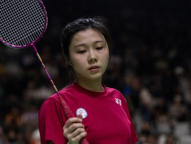 Pebulu tangkis Hong Kong, Tsz Huen Lam saat tampil pada Asian Para Games cabang bulu tangkis RR 3 di Istora Senayan, Jakarta, Kamis (11/10). (Bola.com/Vitalis Yogi Trisna)