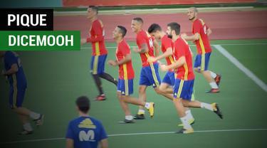 Berita video bek Barcelona, Gerard Pique, disoraki dan dicemooh saat Timnas Spanyol berlatih di Madrid pada Senin (2/10/2017).